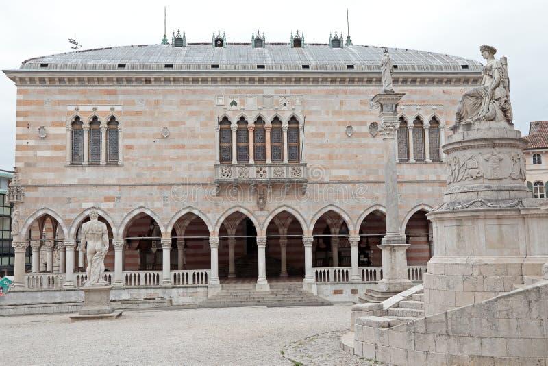 Loggia Lionello in plaats van Vrijheid, Udine, Italië royalty-vrije stock afbeelding