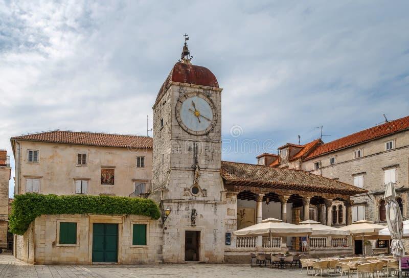 Loggia- och klockatorn, Trogir, Kroatien arkivfoton