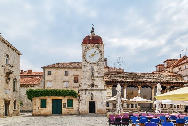 Loggia- och klockatorn, Trogir, Kroatien royaltyfri fotografi