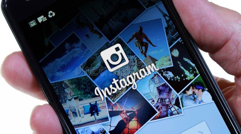 Login van Smartphone Instagram Pagina (Geen Vinger) stock foto's