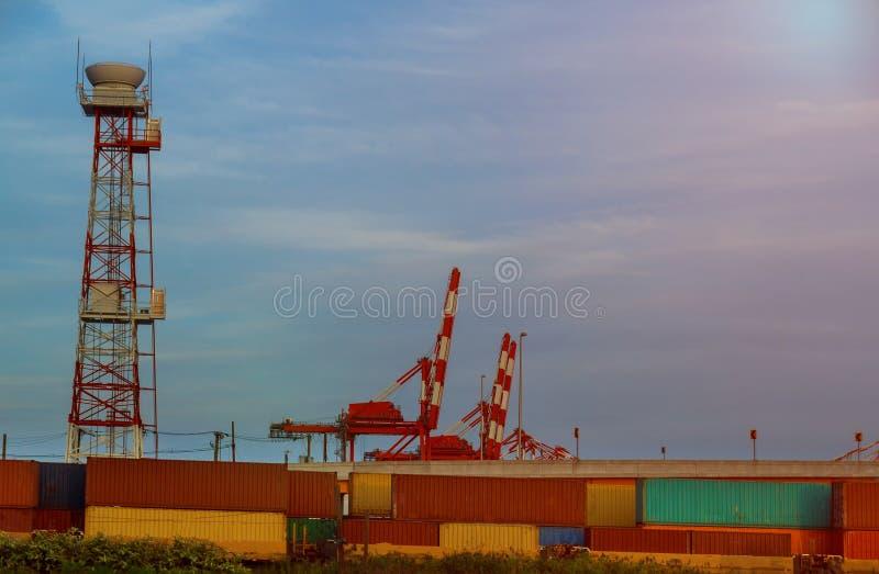 Logistica del contenitore di carico e trasporto del carico del contenitore immagine stock libera da diritti