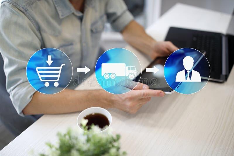 Logistica e concetto del trasporto sullo schermo virtuale Consegna dell'acquisto di Internet fotografia stock libera da diritti