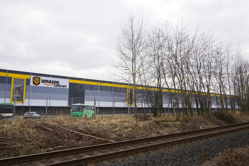 Logistique en ligne de réalisation d'Amazone de société de détaillant construisant le 12 mars 2017 dans Dobroviz, République Tchè photos stock