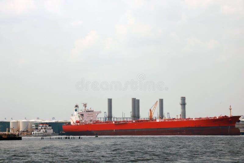 Logistique et transport de cargo international de récipient dans l'océan au ciel crépusculaire, transport de marchandises, embarq images libres de droits