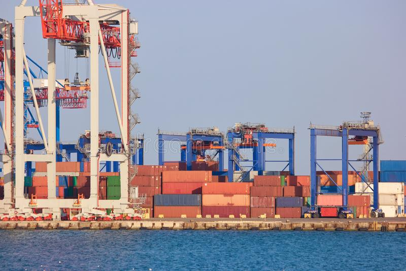 Logistique et transport de cargo de récipient images stock