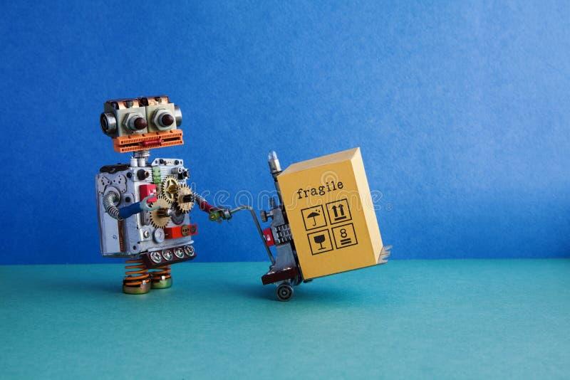 Logistische de dienstautomatisering van de robotlevering Vriendschappelijk robotachtig stuk speelgoed, aangedreven pallethefboom, royalty-vrije stock fotografie