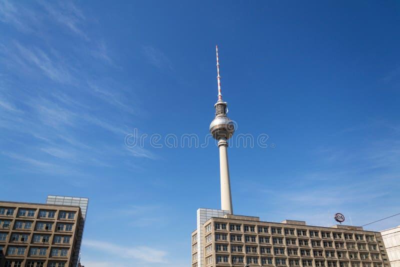 Logo au détail de société de magasin d'habillement de mode de C&A sur le bâtiment sur Alexanderplatz photo stock