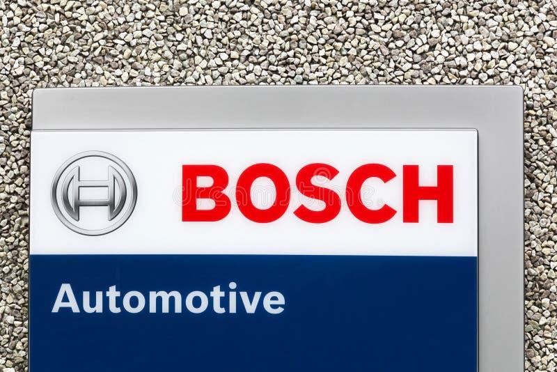 Logo automobilistico di Bosch su una parete immagini stock libere da diritti
