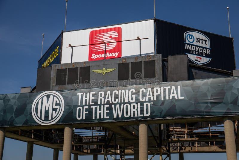 Logo av Indianapolis Motor Speedway, IndyCar och sponsorspeedwayen IMS f?rbereder f?r Indyen 500 V royaltyfria foton