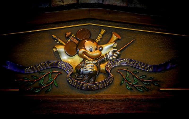 Logo av mickeymusen i konsertledaredräkt royaltyfria foton