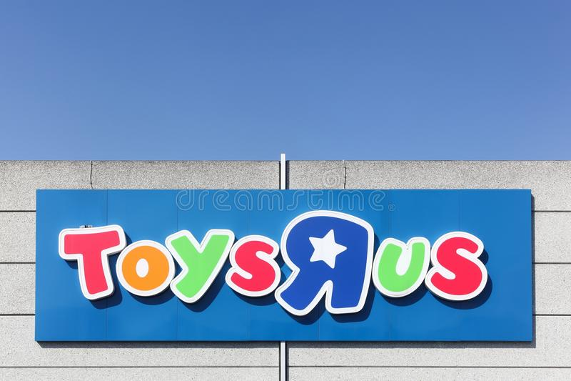 Logo av Toys R Us på en vägg arkivfoto