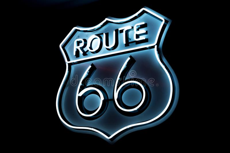 Logo blanc et bleu de Route 66 photos stock