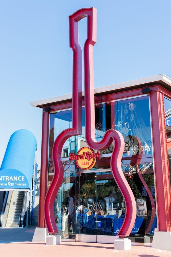 Logo célèbre de guitare à Hard Rock Cafe au pilier 39 à San Francisco photos libres de droits