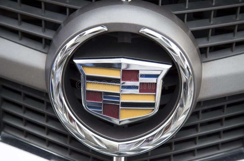 Logo Cadillac na samochodowym przodzie, brać wśród próbnej przejażdżki obrazy royalty free