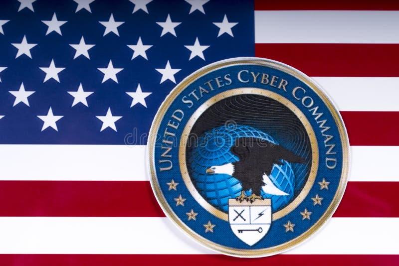 Logo cyber di comando degli Stati Uniti e la bandiera degli Stati Uniti fotografia stock libera da diritti