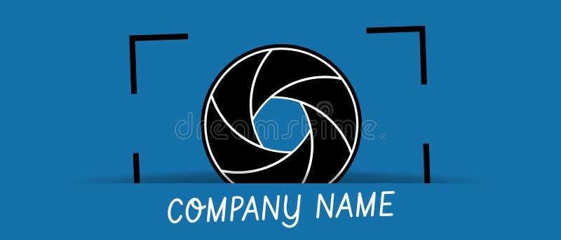 Logo d'affaires d'ouverture d'obturateur de caméra - illustration de vecteur - d'isolement sur le fond bleu illustration libre de droits