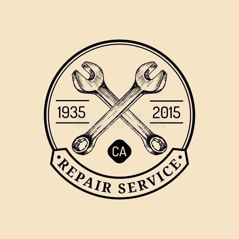 Logo d'annata di riparazione del motociclo di vettore La retro etichetta del garage con la mano ha schizzato le chiavi Emblema su royalty illustrazione gratis