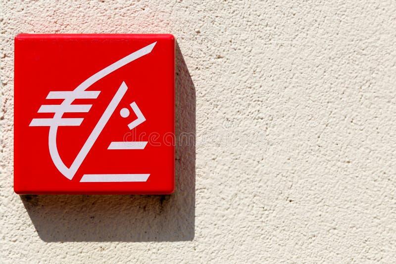 Logo d'epargne de ` de Caisse d sur un mur photographie stock