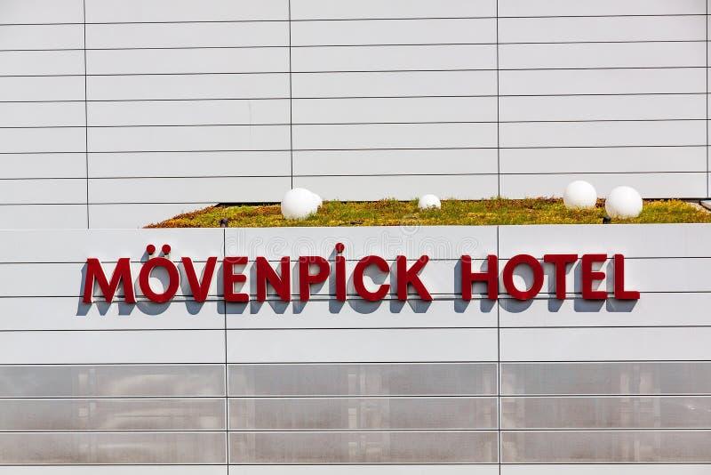 Logo d'hôtel de Movenpick/lettrage - un hôtel près de la foire commerciale Messe de Stuttgart et de l'aéroport photo stock