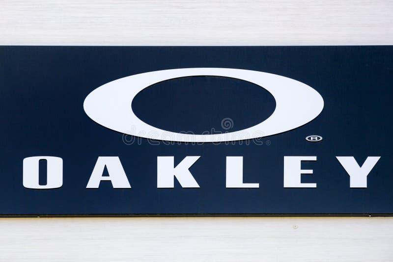 Logo d'Oakley sur un mur images stock