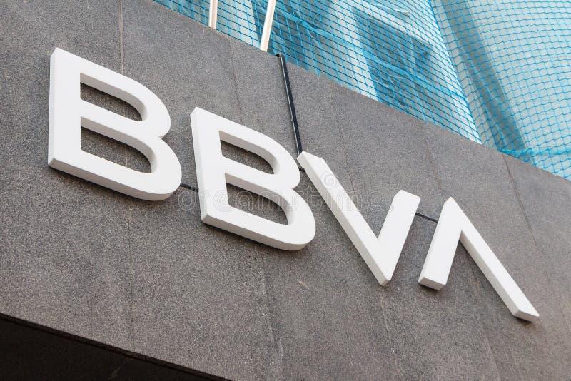 Logo de BBVA sur le bureau de succursale bancaire de BBVA photos libres de droits