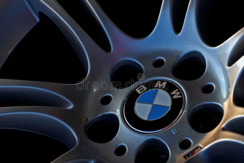Logo de BMW sur la roue photographie stock libre de droits