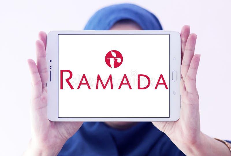 Logo de chaîne d'hôtel de Ramada photographie stock