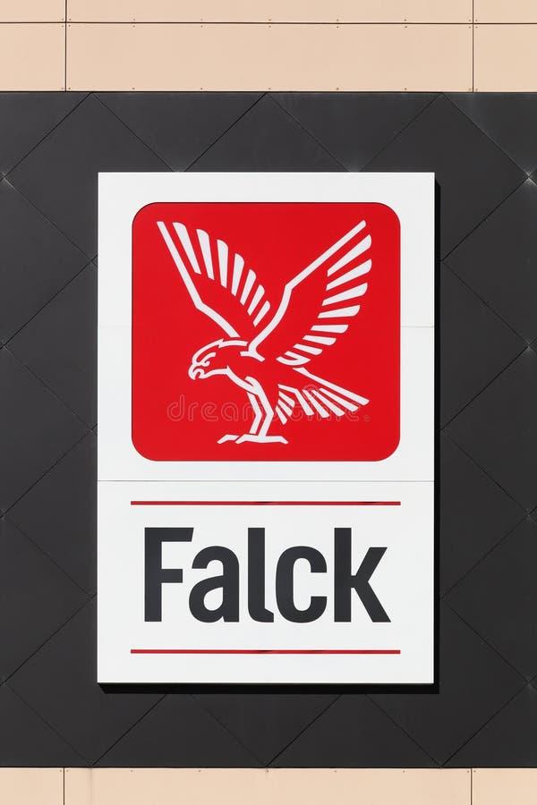 Logo de Falck en una pared imagenes de archivo