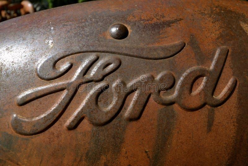 Logo de Ford Motor Company sur un vieux capot de tracteur photo libre de droits