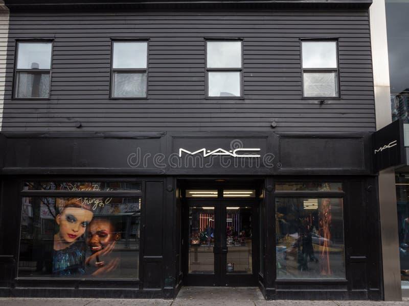 Logo de Mac Cosmetics sur leur magasin principal pour Toronto du centre, Ontario image stock