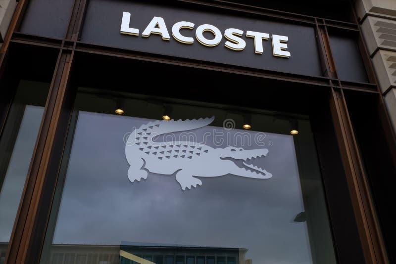 Logo de magasin de Lacoste à Francfort photographie stock libre de droits