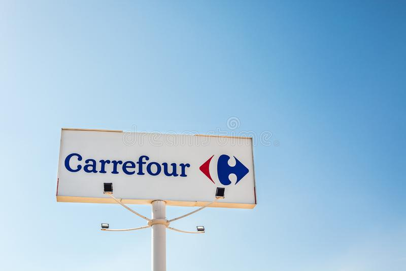 Logo de marque de chaîne de supermarchés de Carrefour images stock