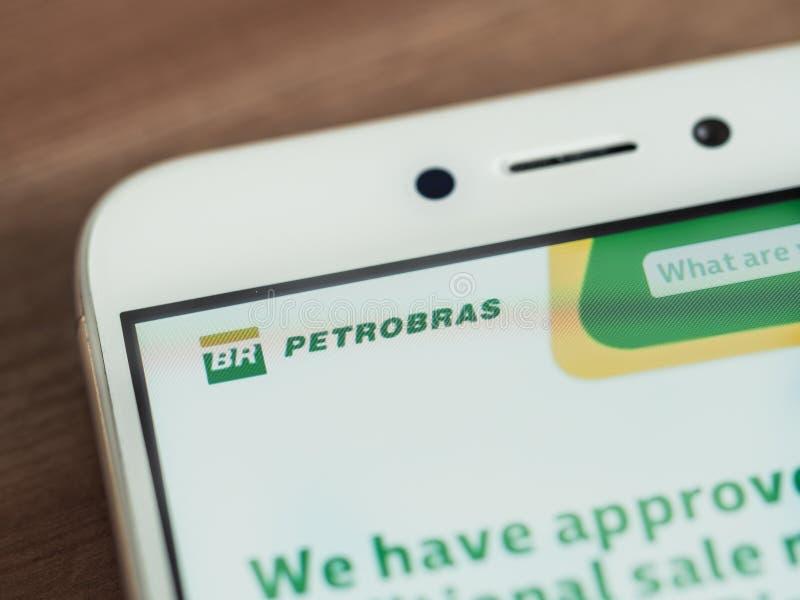 Logo de Petrobras sur l'écran de smartphone photos stock