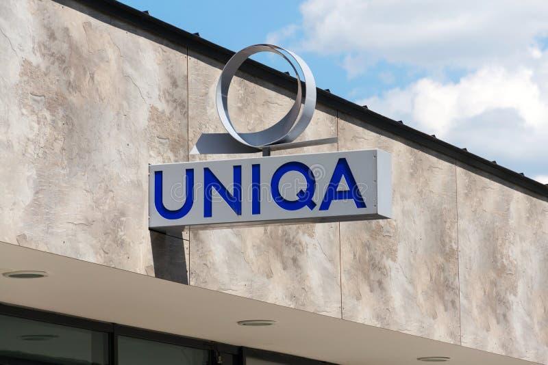 Logo de société de groupe AG d'assurance d'Uniqa sur le bâtiment de branche photographie stock