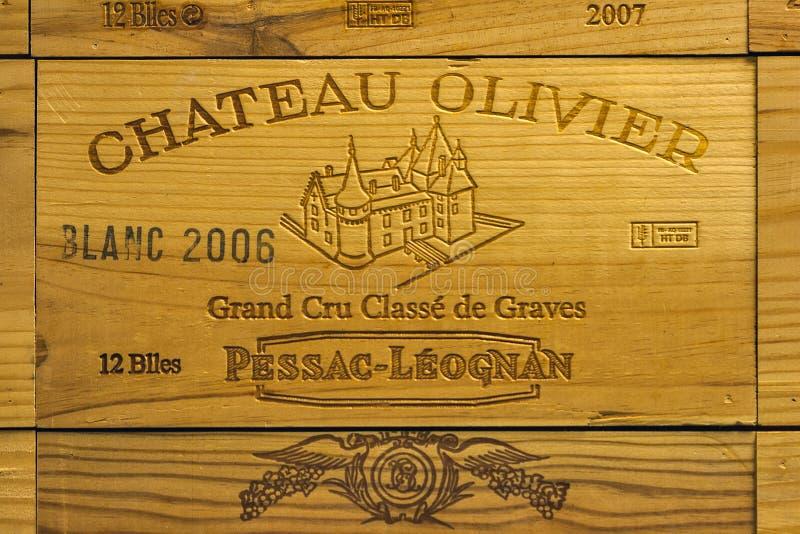 Logo del castello francese Olivier della cantina sul contenitore di legno di vino immagine stock