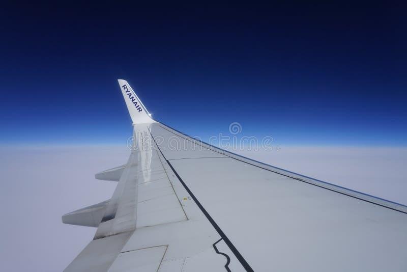 Logo dell'aria di Ryan sull'ala dell'aeroplano immagine stock libera da diritti