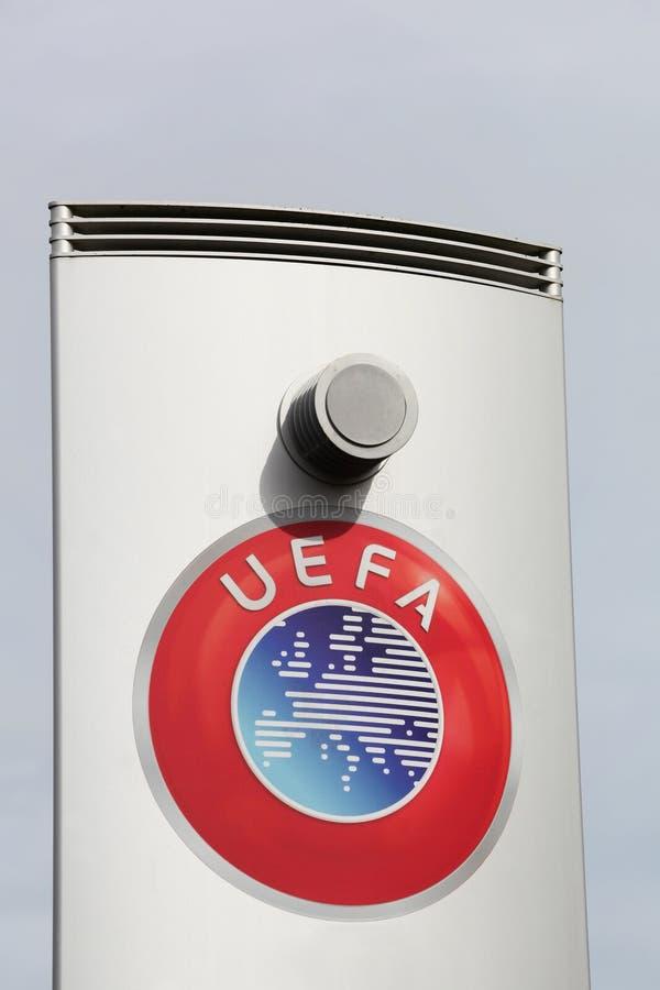 Logo dell'UEFA su un pannello immagini stock