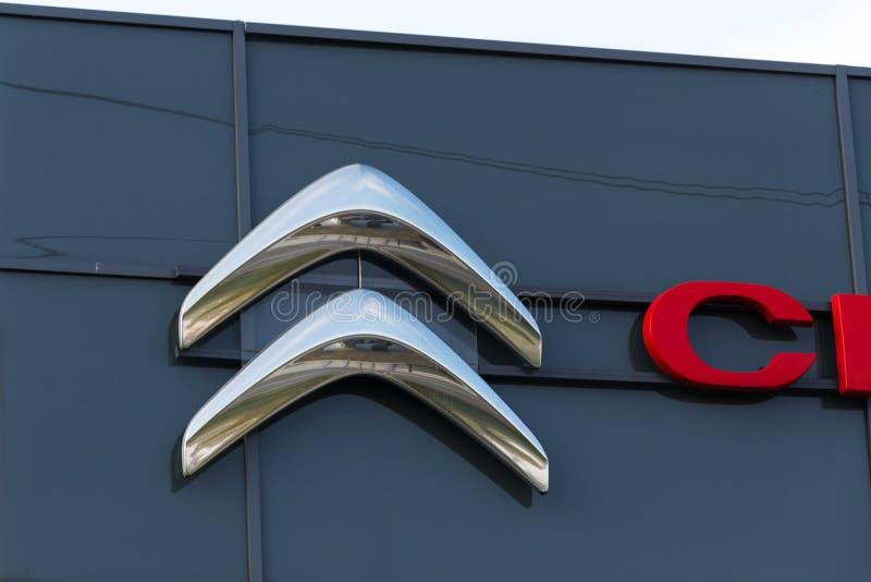 Logo della società di automobile di Citroen davanti alla costruzione di gestione commerciale fotografia stock