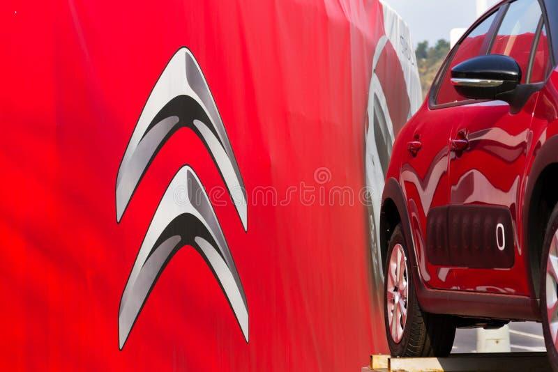 Logo della società di automobile di Citroen davanti alla costruzione di gestione commerciale fotografie stock libere da diritti