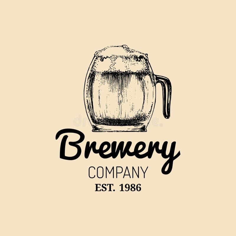 Logo della tazza di birra di Kraft Segno della tazza della lager retro La mano ha schizzato l'illustrazione di vetro della birra  royalty illustrazione gratis