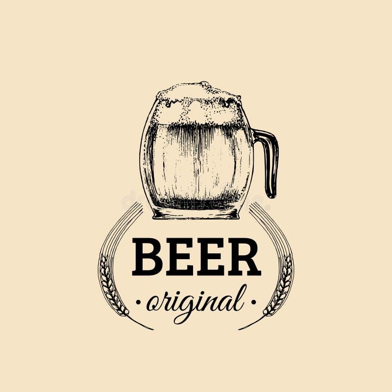 Logo della tazza di birra di Kraft Segno della tazza della lager retro La mano ha schizzato l'illustrazione di vetro della birra  illustrazione vettoriale