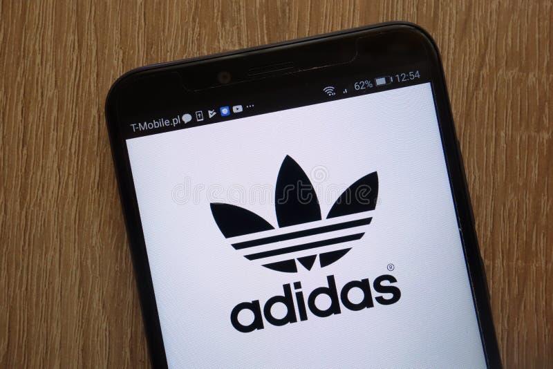 Logo di Adidas visualizzato su uno smartphone moderno fotografie stock