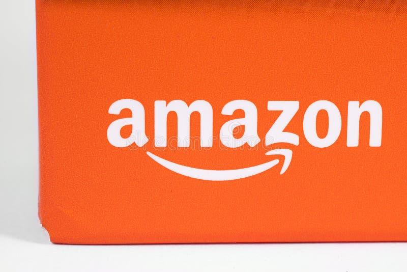 Logo di Amazon sull'imballaggio fotografia stock libera da diritti