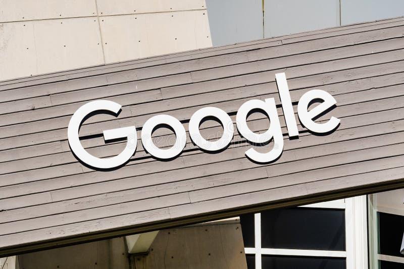 Logo di Google su una delle costruzioni situato in Googleplex fotografia stock libera da diritti