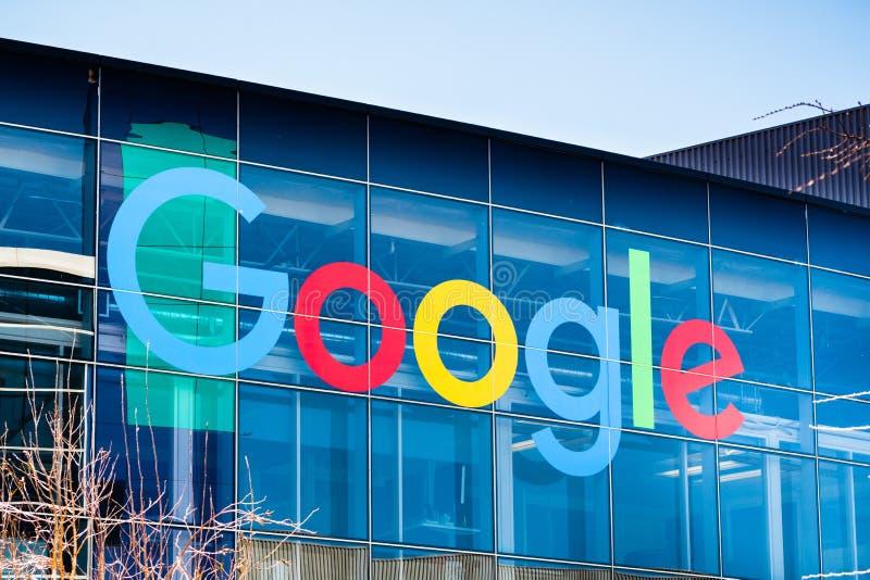 Logo di Google su una delle costruzioni situato in Googleplex fotografie stock libere da diritti