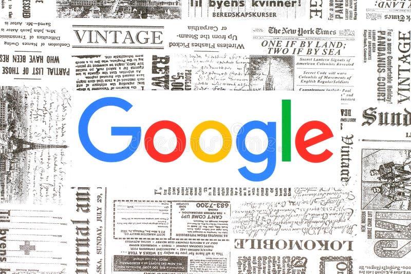 Logo di Google sul retro fondo del giornale fotografia stock libera da diritti