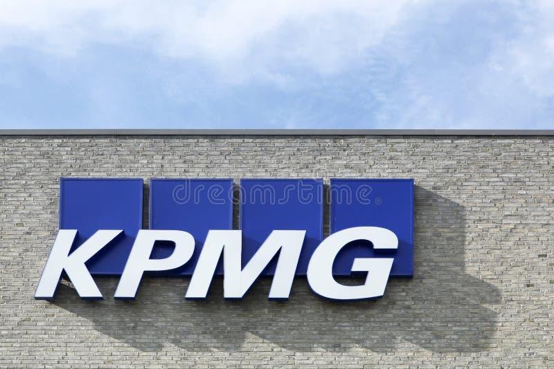 Logo di KPMG su una facciata fotografie stock