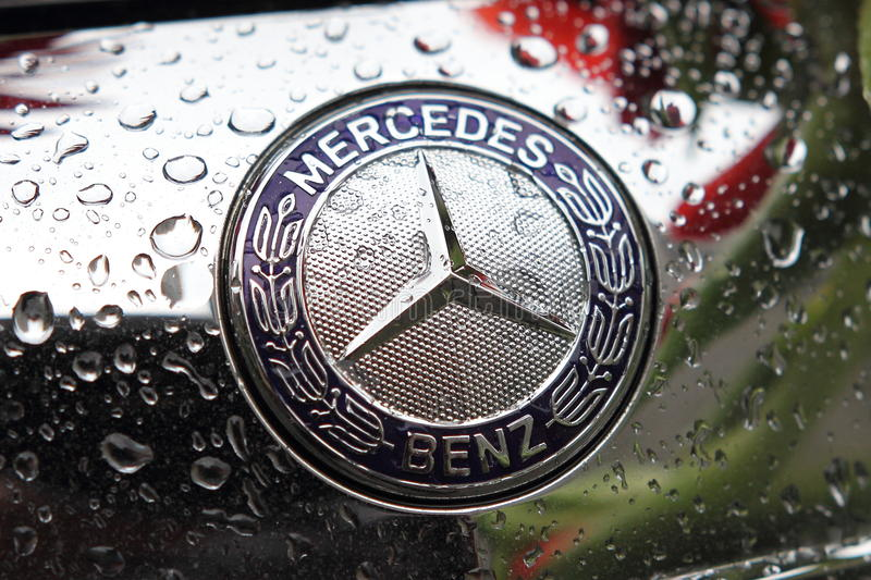Logo di marca del benz di Mercedes fotografia stock
