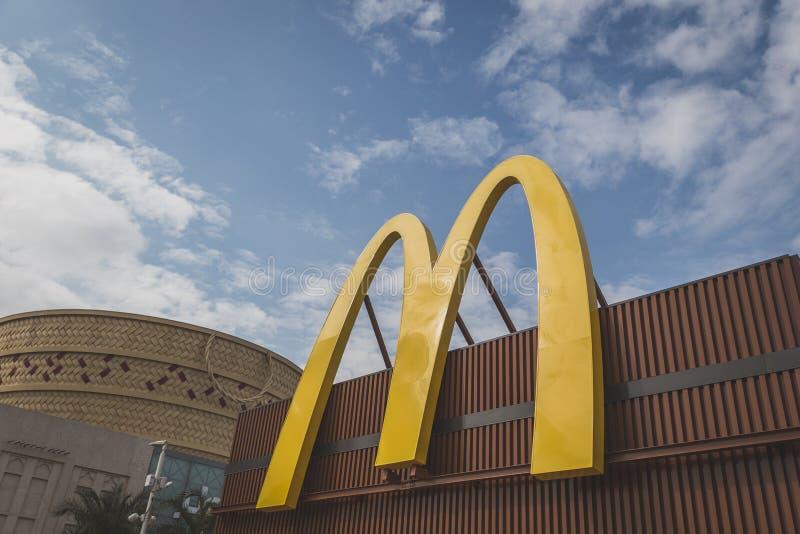 Logo di McDonald's all'Expo 2015 a Milano, Italia immagine stock libera da diritti