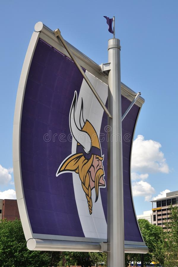 Logo di Minnesota Vikings sulla vela a Minneapolis immagini stock